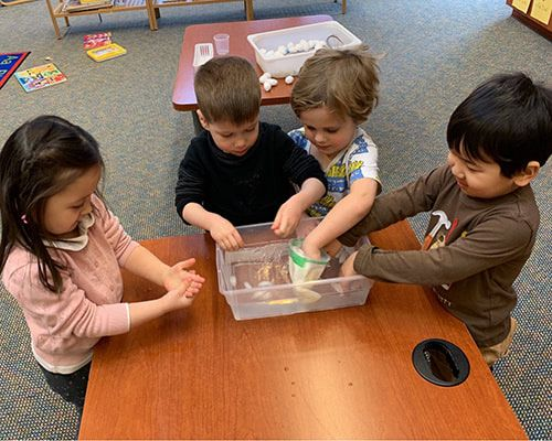 Preschool learning about electric circuit